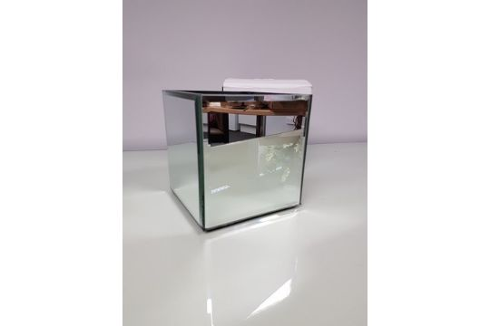 A Set Of 12 Boxed 12cm Mirrors Cube Vases Gla 1040