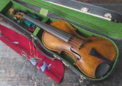 Violine mit Bogen, Anfang 20. Jh., mit Modellzettel Jacobus Stainer, Steg ergänzt, Alters- und