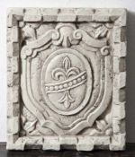 "Wappenschild ""Bourbonische Lilie"", Italien, Ende 19. Jahrhundert, heller Marmor, Oberfläche poliert,"