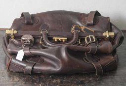 Sog. Arzttasche, Marc Picard, braunes Leder. H. ca. 36 cm, Br. ca. 56 cm, T. ca. 30 cm, leichte