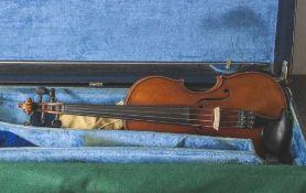 Violine mit Bogen, wohl Anfang 20. Jahrhundert, Steg wohl ergänzt, sonst gute Erhaltung, im