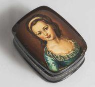 Russische Lackdose mit feiner Miniaturmalerei, Portrait eines jungen Mädchens auf schwarzem Grund,