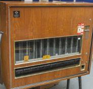 Zigarettenautomat-Standgerät, 1960er Jahre, Herst. DWM Berlin, DM-Einwurf, Glasfront, Schlüssel