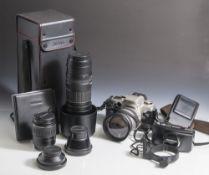 Umfangreiche Kameraausrüstung, Canon EOS-50E, analog mit Objektiv 28-200 mm; Sigma Zoom DM. 72, 1: