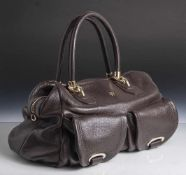 Damenhandtasche, Aigner, braunes Leder, leicht strukturiert, Metallmontierung. 2 Tragegriffe. Ca. 25