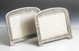 Paar Tischbilderrahmen, Anfang 20. Jahrhundert, Metall, Zinn/Zink, gegossen. Mit floralem
