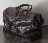 Reisetasche, Etienne Aigner, dunkelbraunes Krokodilleder, magnetische Metallschließe.