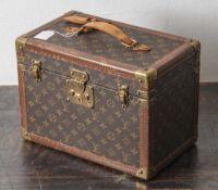 Louis Vuitton Schminkkoffer, 1960er/70er Jahre, Etikett innen Nr. 952721, komplett mit 2 orig.