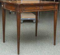 Skat-Spieltisch, Louis Seize, Frankreich um 1770, Eichenholz und Obsthölzer. Die Platte mit