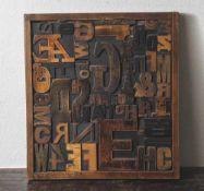 Druck-Setzkasten, wohl 1930er Jahre, Buchholz, mit zahlr. in Schriftart und Größe variierenden