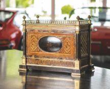 Serinette, museales Musikinstrument, wohl hier für den französsichen oder europäischen Adel, um