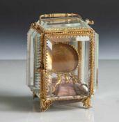 Bleikristallenes Taschenuhrenaufbewahrungsbehältnis, feuervergoldete Einfassungen mit Tür.