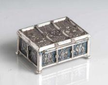 Schmuckkästchen im neogotischen Stil, Metall vernickelt, ca. 9 x 7 x 4,5 cm.