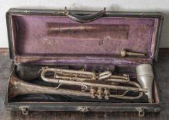 Trompete, bez. Antoine Courtois Breveté Paris, Instrument u. Zubehör siehe anliegende Fotos, guter