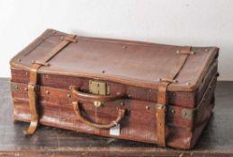 Reisekoffer in Krokolederoptik, wohl 30/40er Jahre, zwei Riemenbänder, mittig zwei