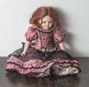 Porzellankopfpuppe, gemarkt: M. Art, Kopf, Arme und Beine aus Biskuitporzellan. Stoffkörper.