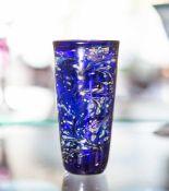Kleiner Becher, Entwurf Kurt Wallstab (1920-2002), dunkelblaues Glas mit oxidischen Einfärbungen,