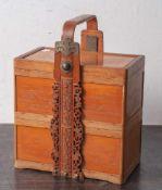 Setztruhe, China, 19./20. Jahrhundert, Bambus mit Metallmontierung, hochrechteckig, mit 3