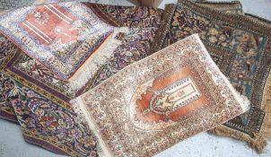 5 Orientteppiche, neuzeitlich, teils abgelaufen, teils mit Mottenschäden, verschiedene