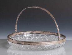 Runde Kristallschale, flach geschliffen, Randeinfassung u. Henkel aus Silber, Punze 800. DM ca. 26,5