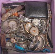 Posten Armbanduhren, 13 Stück, (Herren und Damen), 1 Anhängeuhr, 7 Uhrengehäuse o. Armbänder, 1