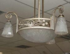 Deckenlampe, Frankreich, um 1915/25, Art Déco, drei Ampeln, mittig große flache Schale, Preßglas,