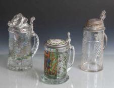 3 Deckelhumpen, 2 x neuzeitl., 1 x älter (um 1900), Pressglas mit transparentem Umdruckdekor, 1 x