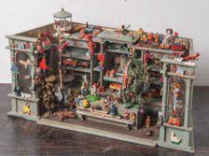 Spielwarenladen, um 1900, seitlich m. 2 Schaufenstern, Regalwand und Verkaufstresen. Liebevoll und