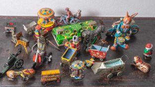 Posten Blechspielzeug, China und Deutschland, 2. Hälfte 20. Jahrhundert, 19 Teile sowie diverse