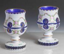 2 Pokale, 19. Jahrhundert, Biedermeier, kobaltblaues Glas, milchig weißer Überfang mit umlaufender