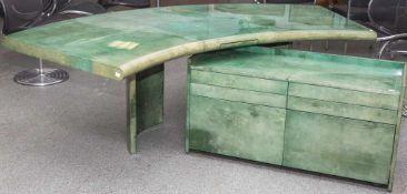 Schreibtisch und Kommode, Design Aldo Tura (1909-1963), Italien, 1960er Jahre, Holzkorpus, mit