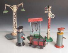 Posten Blechspielzeug, Eisenbahnzubehör, 1. Hälfte 20. Jahrhundert, Deutschland und Frankreich (