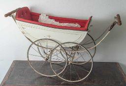 Puppenwagen, Ende 19. Jahrhundert, Holz/Metall, weiß lackiert, vierrädrig mit Speichen. Ohne