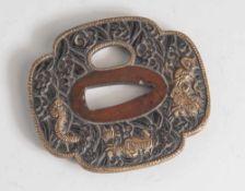 Tsuba, Japan, wohl späte Edo-Periode, Kupfer/Kupferlegierung mit Goldauflage. Mit Drachenmotiv