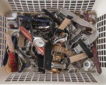 Großer Posten Armbanduhren, 39 Stück, (Herren und Damen), unterschiedl. Hersteller und Ausführungen.