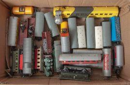 Großer Posten von Waggons und Anhängern, 32 Stück, unterschiedl. Hersteller (Märklin, Lima, Bemo,
