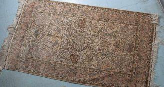 Seidenteppich, wohl Persien, feine Knüpfarbeit. Ca. 120 x 77 cm.