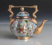 Teekännchen, China, wohl um 1900, aufwendig gearbeitet, in farb. Email u. vergoldetemAusguss u.