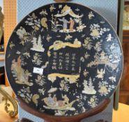 Zierteller, China, neuzeitl., Porzellan, mit polychromer Aufglasurmalerei: FigürlicheSzenerien,