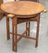 Spieltisch, 1920er Jahre, Art Deco, helle Eiche, in den Zargenrand ausziehbare Schubfächerfür die