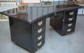 Schreibtisch, 20er Jahre Art Deco, ebonisiert, Schubladen mit verchromtem Beschlagwerk,