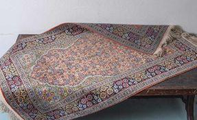 Hereke, Seidenteppich, Gebetsteppich, signiert, guter Zustand. Ca. 155 x 86 cm.