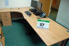 A Limed Oak Effect Executive Ergonomic Workstation with 1600mm x 1180mm Desk,1180mm x 800mm