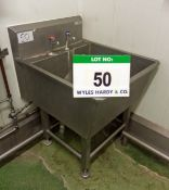 A SYSPAL Approx. 600mm x 700mm x 400mm Internal Depth Stainless Steel Sink. (A Method Statement is