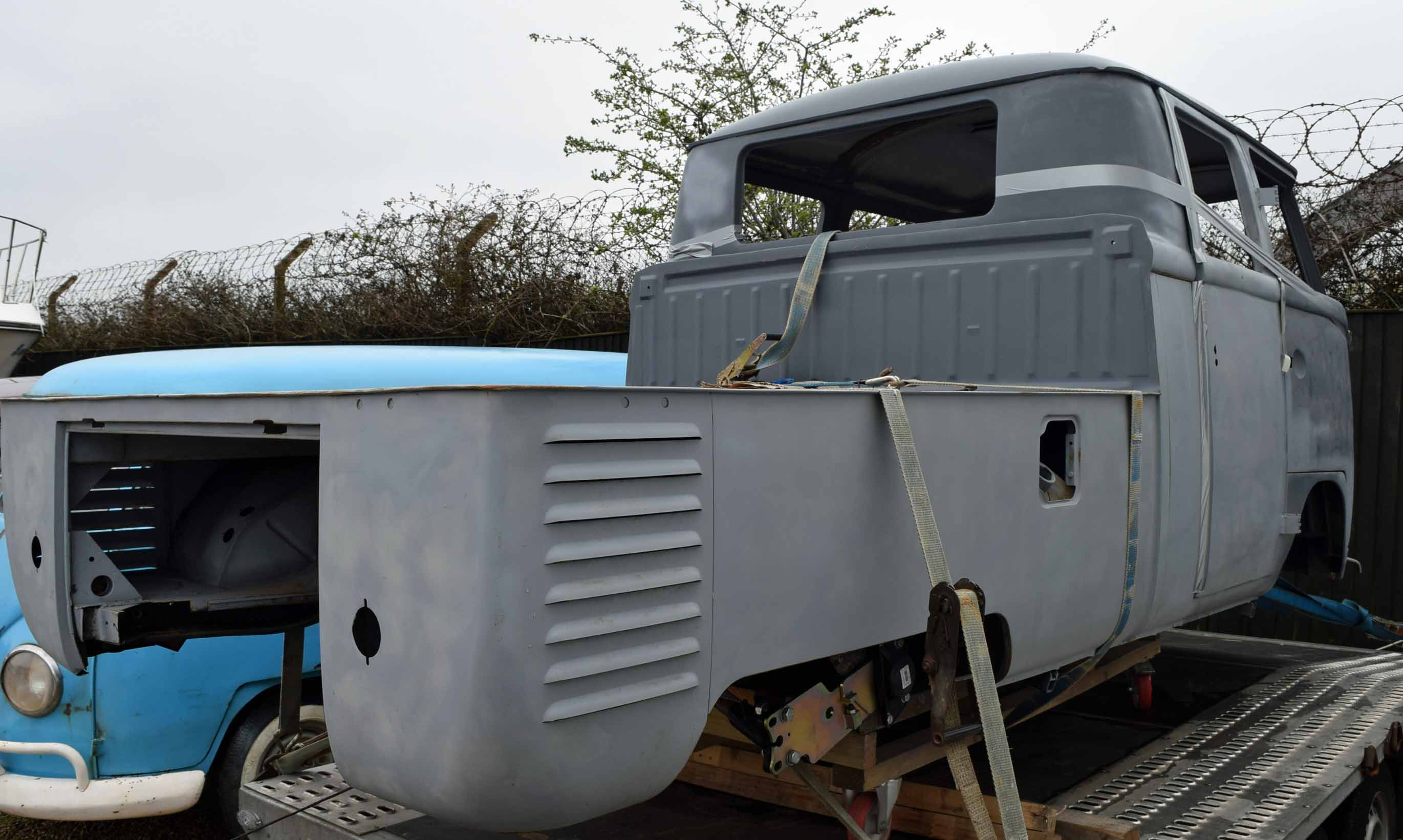 Lot 35 - 1966 VOLKSWAGEN Kombi Split Screen Crew Cab Pick-Up, Body Shell and Suspension Only (Brazilian