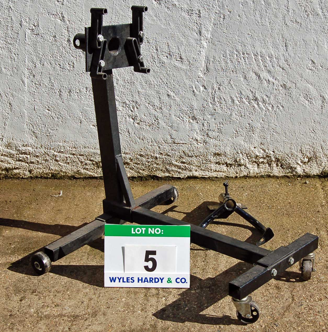 Lot 5 - SGS 680Kg capacity Mobile Engine Stand With Engine Cradles (As Photographed)