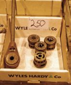 A Manual Pipe Threading Tool and Associated Die's (As Photographed)
