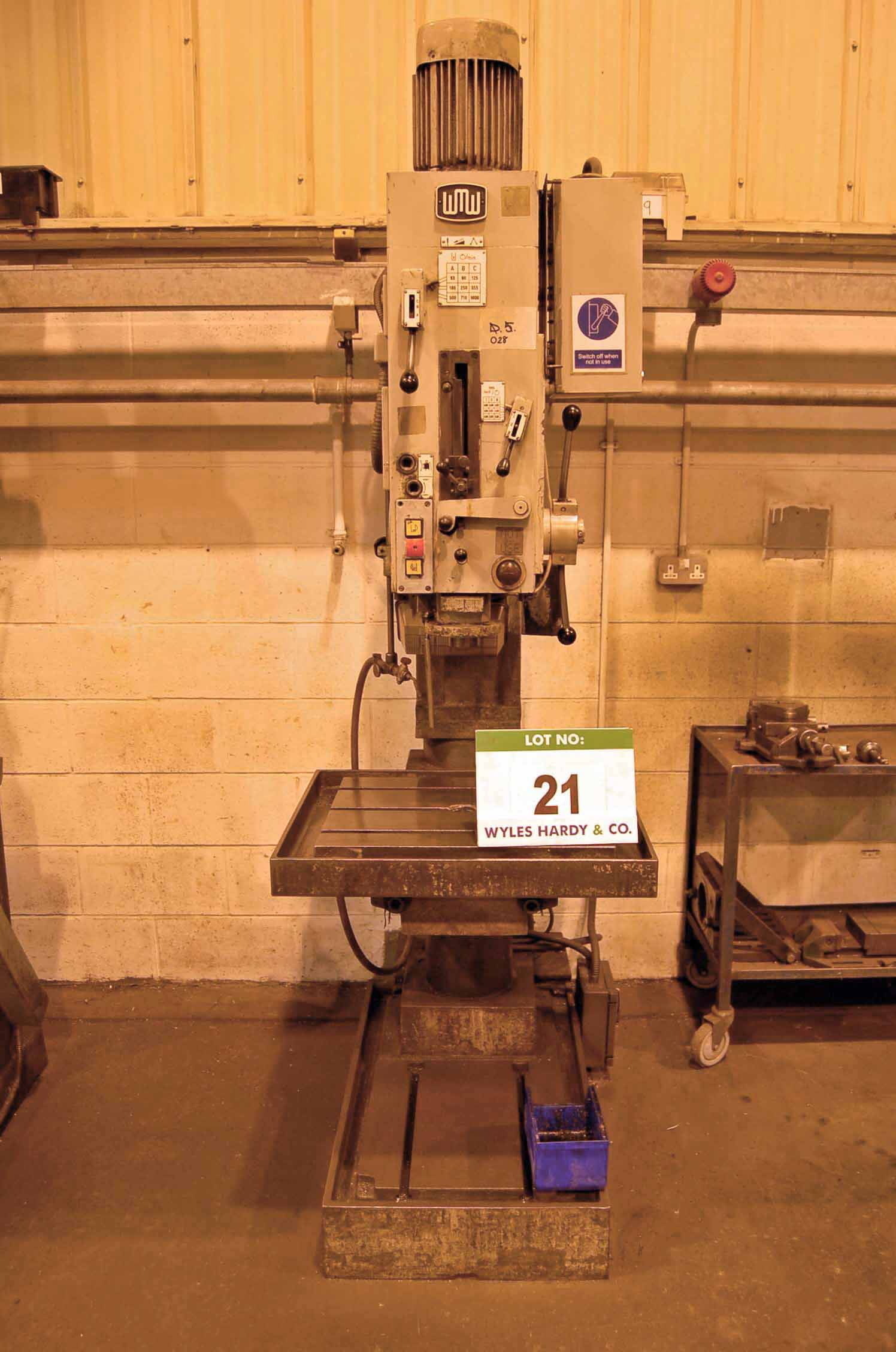 Lot 21 - A VEB WM STET FRITZ HECKERT Single Spindle Pillar Drilling Machine, Serial No. 16719, with 560mm x