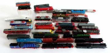 LOKOMOTIVMODELLE, Konvolut von 37, Hersteller CIL, 8 Dampf-, 9 Diesel- und 17 E-loks, 3 Triebwagen
