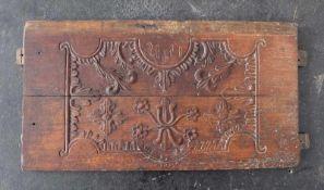 TRUHENFRONT, Emsland, 18./19.Jh., Eiche, geschnitzt, Reserve mit stilisierten Blättern und Blüten,